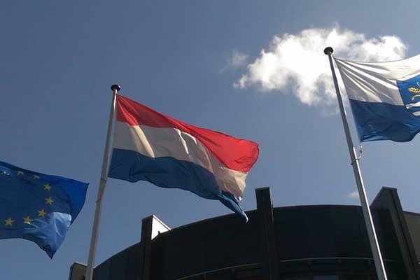 Vlaggenkunde en vexillologie in Nederland en internationaal.